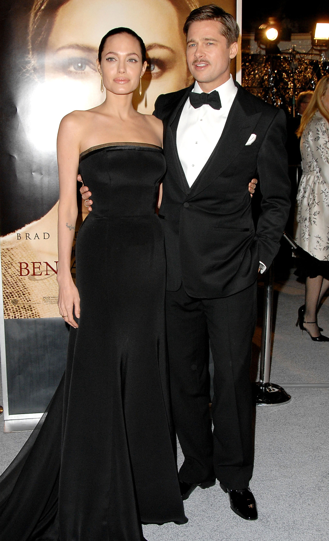 """Actress Angelina Jolie and actor Brad Pitt arrive at the Los Angeles Premiere """"The Curious Case of Benjamin Buttons"""" at Mann's Village on December 8, 2008 in Westwood, California (Photo by Jon Kopaloff/FilmMagic)"""