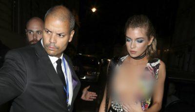 Cea mai sexy femeie din lume, cu sânii la vedere în stradă