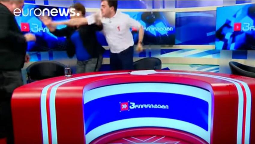 Foto: Doi politicieni s-au luat la pumni în emisie directă