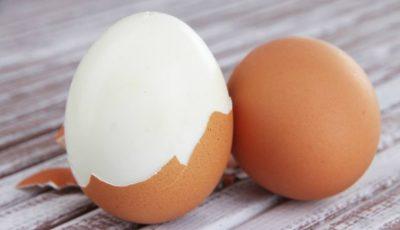 Cum să cureţi uşor un ou fiert. Cel mai simplu truc
