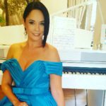 Foto: Andreea Marin a îmbrăcat rochia unui designer din Moldova