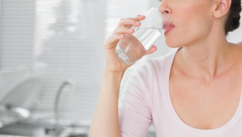 Foto: De ce să bei apă în primele 60 de secunde după ce te trezești