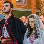 Foto: Doi tineri s-au căsătorit în straie populare și au cucerit inimile a peste un milion de oameni