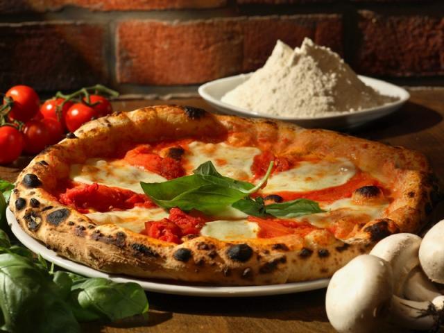 campania_pizza-napoletana_cucina-tipica