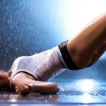 Foto: Exercițiul care îți poate păstra spatele drept și fesele frumoase!