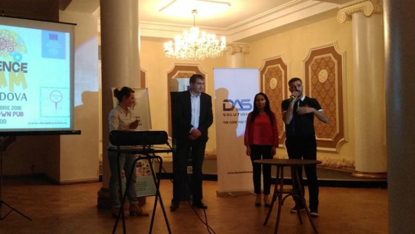 """Foto: Denis Roșca, publicistul """"Cărții de Aur a Basarabiei și Republicii Moldova"""", a participat la concursul Science SLAM"""