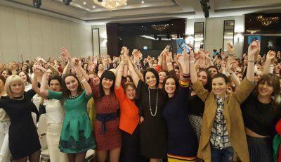 """Andreea Marin a ridicat publicul în picioare la """"Women's Summit Moldova"""""""