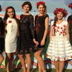 Foto: Marina Donţu brodează cu mărgele pe orice tip de haină!