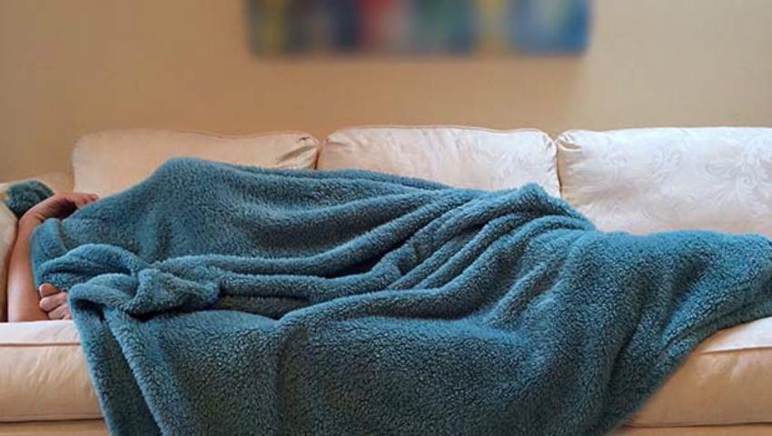 Foto: De ce nu trebuie să dormi pe canapea