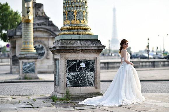 Mrs Jin of china poses in wedding dress on June 08, 2016 in Paris, France. Paris remains as a popular destination for wedding, honeymoon and photoshoots among Chinese tourists.