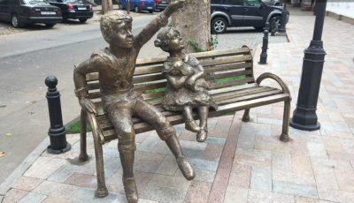 O sculptură mai puţin obişnuită şi-a făcut apariţia în centrul Capitalei!