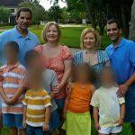 Foto: Doi fraţi gemeni s-au căsătorit cu două surori gemene. Cum arată copiii lor?