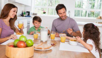 10 sfaturi utile despre cum să-ţi educi copilul să mănânce sănătos!