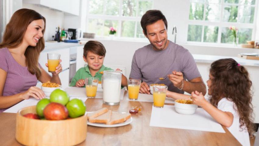 Foto: 10 sfaturi utile despre cum să-ţi educi copilul să mănânce sănătos!