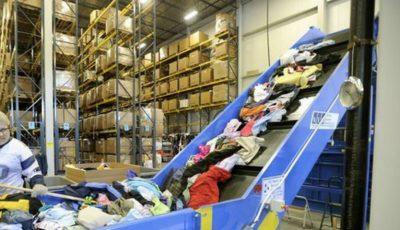 Ce se întâmplă cu hainele donate de oamenii din ţările bogate?