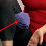 Foto: Cum poţi calma durerea de genunchi cu ajutorul unui prosop. Video