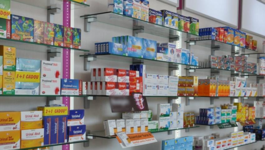 Foto: Mai puţini bani pe medicamente! Autorităţile promit ieftinirea cu 40% a medicamentelor de strictă necesitate din farmacii