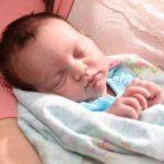 Foto: Operaţie inedită. Acest copilaş a fost scos din uter și operat, iar apoi plasat la loc până la naștere