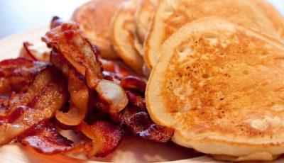 Clătite cu banane și bacon crocant