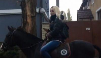 O tânără din Chișinău preferă calul în locul transportului public