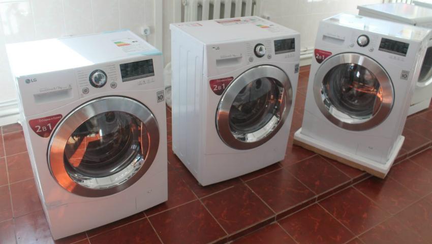 Foto: Spitalul din Orhei a primit în dar 3 mașini de spălat LG!