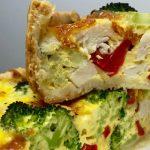 """Foto: """"Quiche"""" cu broccoli și carne de pui"""