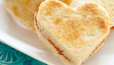 O tartină și un sărut! Perfectă pentru cei romantici