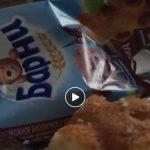 """Foto: Dezgustător! Iată ce a descoperit un consumator în prăjitura ,,Barni""""! Video"""