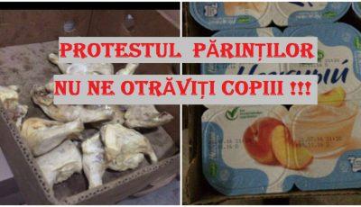 Nu ne otrăviți copiii! Părinții ies în stradă pentru a protesta față de modul privind alimentația copiilor în școli și grădinițe