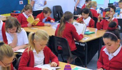 Marea Britanie: O școală a eliminat temele pentru acasă cerându-le elevilor în schimb să citească