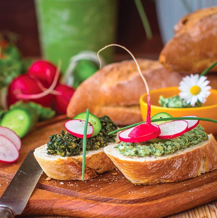 14-aperitive-mese-festive-tartine-cu-sos-pesto