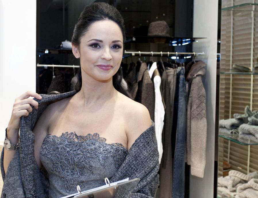 Andreea Marin participa la lansarea magazinului Ermanno Scervino in Romania, aflat in incinta galeriei Hotelului JW Marriott, in Bucuresti, luni 19 decembrie 2011. VALI TACHE / MEDIAFAX FOTO