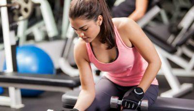 Exercițiul care îți va tonifia brațele și îți va întări abdomenul și spatele