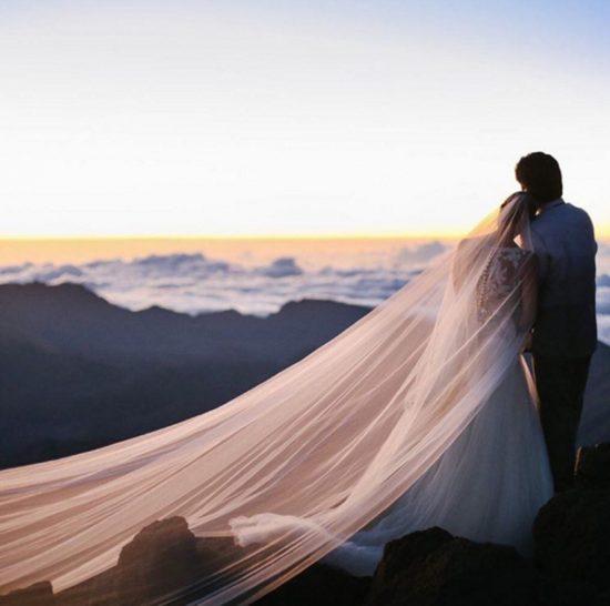 brides_286875709_north_882x_white-550x546