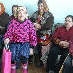 Foto: Surprize de sărbători de la Shopping MallDova pentru 30 de bătrâni din Rezina
