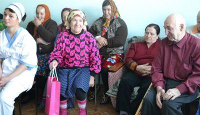 Surprize de sărbători de la Shopping MallDova pentru 30 de bătrâni din Rezina