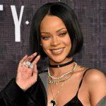Foto: Pantofii creați de Rihanna au fost vânduți într-o oră