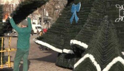 Cum arată bradul de Crăciun din Bălți! Îi fac concurență celui din Chișinău?