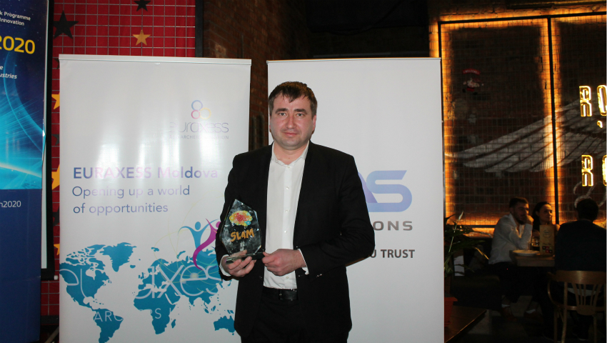 "Foto: Denis Roșca a câștigat trofeul ""Science Slam 2016"""