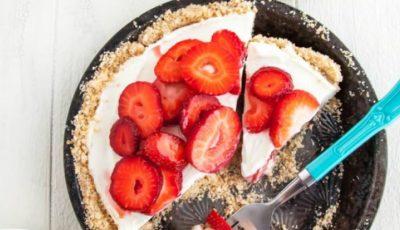 Tort cu mascarpone și căpșuni