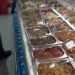 Foto: Revoltător! Cum ne pune în pericol sănătatea mâncarea gătită din magazinele Capitalei