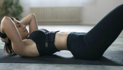 Exercițiul cel mai simplu pentru a-ți păstra spatele drept și fesele frumoase!