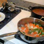 Foto: Hotelierii români, nemulţumiţi că turiştii din Moldova îşi pregătesc mâncarea în cameră