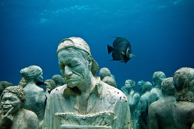 800px-The-silent-evolution-underwater-sculpture-jason-decaires-taylor