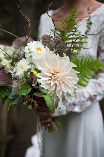 buchet-de-mireasa-cu-flori-de-iarna
