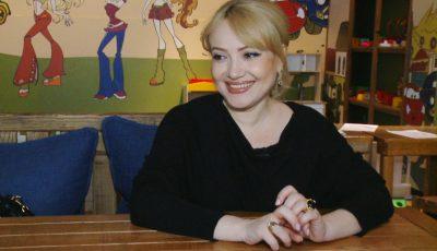 Adriana Ochișanu și-a pregătit bagajul de maternitate și a ales un nume pentru fetița ei