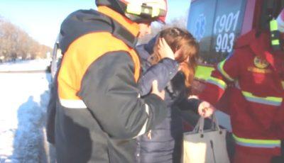 O tânără, rănită grav în urma unui accident între două microbuze pe traseul Bălţi-Chişinău! Vezi video