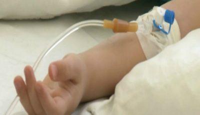 O fetiță de doi ani a ajuns la spital după ce a înghițit pastile