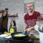 Foto: Emilian Crețu: Fără Dora și Geta, dar cu alte două fete!