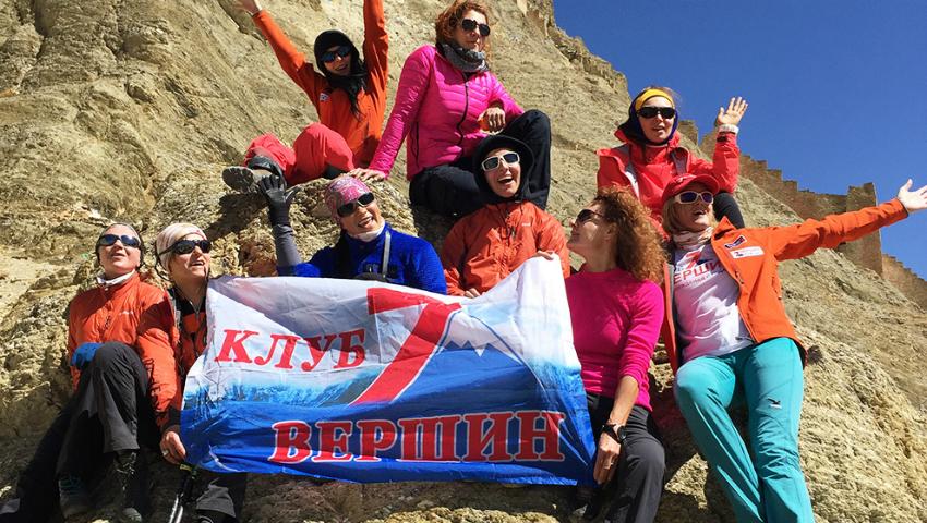 Foto: Unic! Fă cunoștință cu prima echipă feminină care a cucerit Everestul